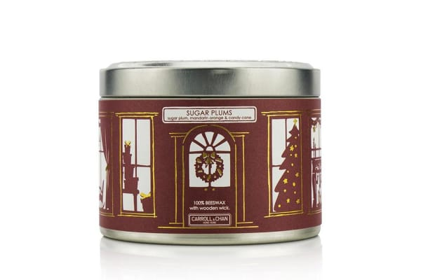 The Candle Company Tin Can 100% Beeswax Candle with Wooden Wick - Sugar Plums (Sugar Plum, Mandarin Orange & Candy Cane) (8x5) cm