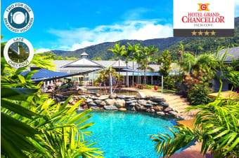 PALM COVE: 1, 2 or 3 Night Tropical Stay at the Grand Chancellor Hotel for Two