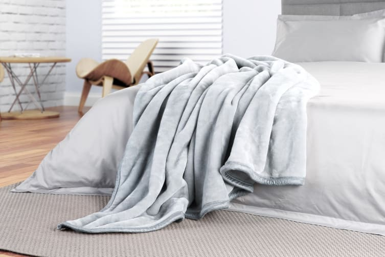 Trafalgar Luxury Mink Blanket (Light Grey)