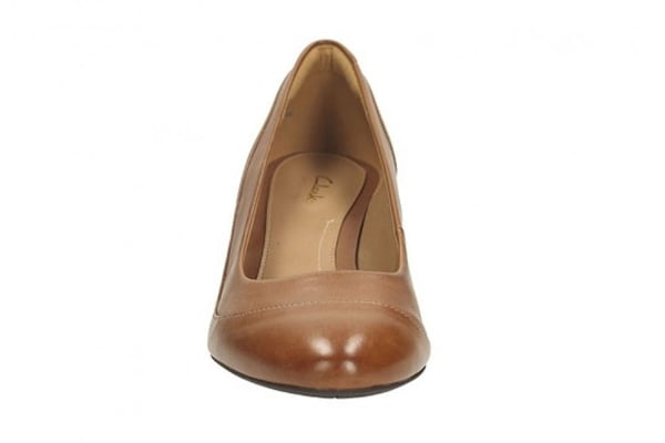 Clarks Women's Denny Harbour Closed Pump (Tan Leather, Size 8 US)