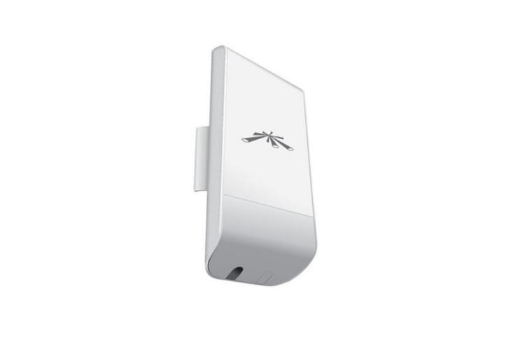 Ubiquiti NanoStation Loco M5 5GHz 802.11a/n MIMO Access Point (LOCOM5)