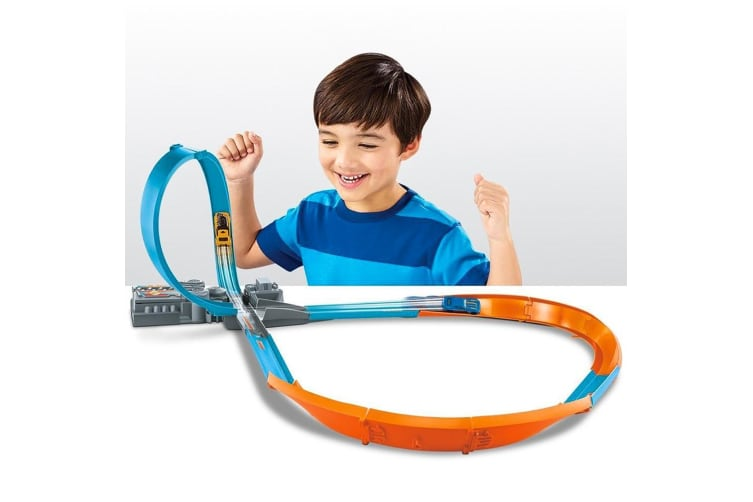 Hot Wheels Action Figure-8 Raceway Track