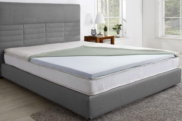 Ovela Gel Infused Memory Foam Mattress Topper with Bamboo Cover (King)