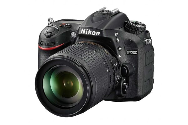 Nikon D7200 DSLR Camera AF-S 18-105mm VR Lens Kit