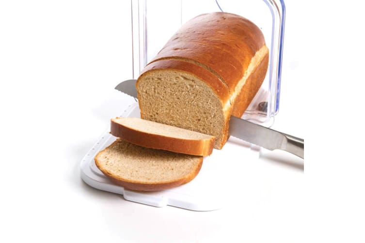 Progressive Expandable Bread Keeper With Cutting Board