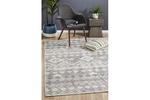 Lydia Charcoal Grey & Natural White Hand Woven Vintage Look Rug 400x300cm