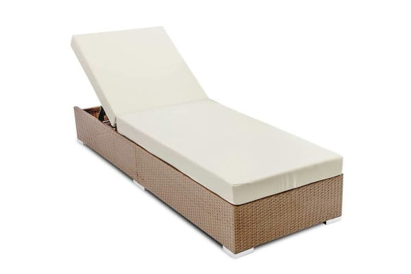 Wicker Sun Lounger with 3 Cushion Covers (Brown)