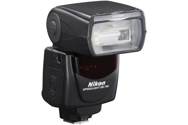 Nikon SB-700 AF Speedlight Zoom Range: 24-120mm (12mm with Panel)