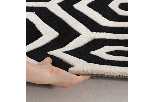 Honey Comb Black Off White Rug 225x155cm