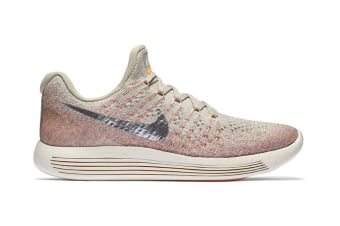 Nike Women's LunarEpic Low Flyknit 2 Running Shoe (Silver/Sunset Glow, Size 5.5)