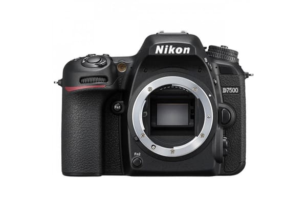 Nikon D7500 with AF-S DX NIKKOR 18-140mm f/3.5-5.6G ED VR Lens