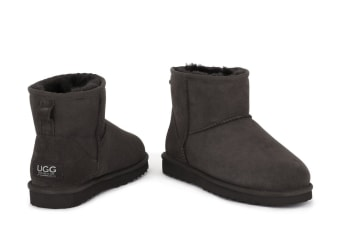 Ugg Outback - 100% Sheepskin Classic Mini (Chocolate)