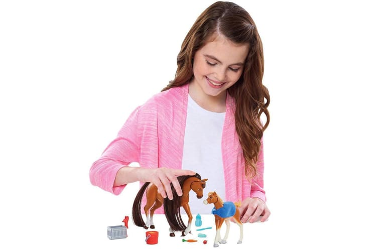 Spirit Riding Free Feed and Nuzzle Horse Set