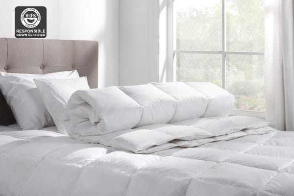 Ovela Duck Down and Feather Quilt (Queen)