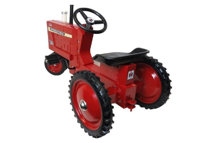 Case IH Agriculture International Harvester 1256 Pedal Tractor Ride On 3y+