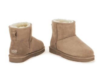 Ugg Outback - 100% Sheepskin Classic Mini (Chestnut)