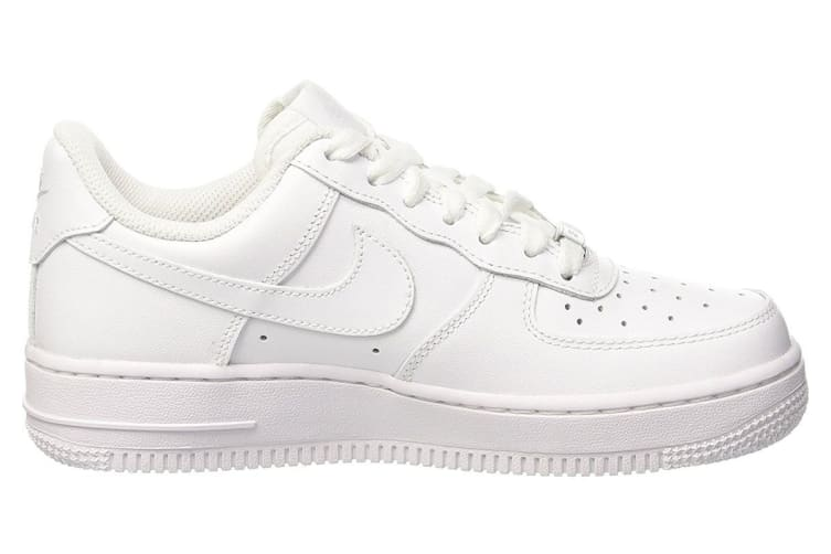 hot sale online b7f32 138dd Nike Women's Air Force 1 '07 Low Shoe (White, Size 6 US)