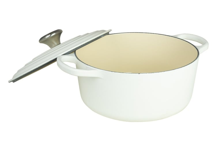Le Creuset Signature Cast Iron Round Casserole (24cm, Cotton)