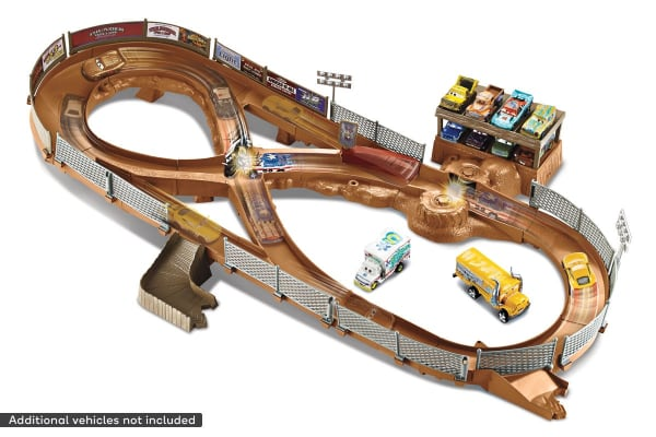 Disney Cars 3 Thunder Hollow Speedway